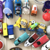 マクドナルドのハッピーセット!おもちゃの電池は交換できるかやってみた!