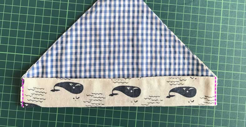 箸袋の底を縫う