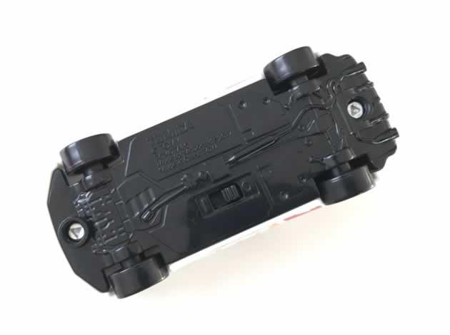 ハッピーセットトミカの電池交換1