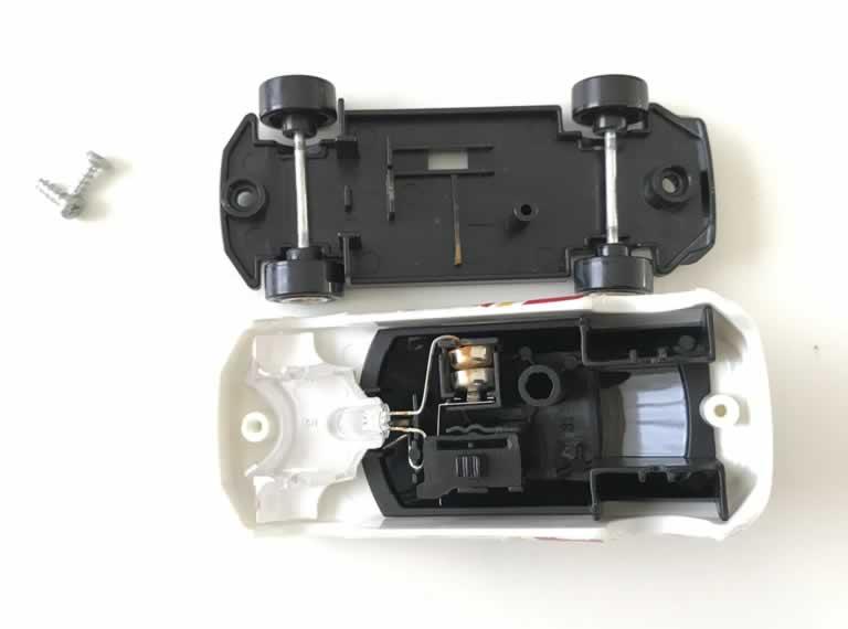 ハッピーセットトミカの電池交換
