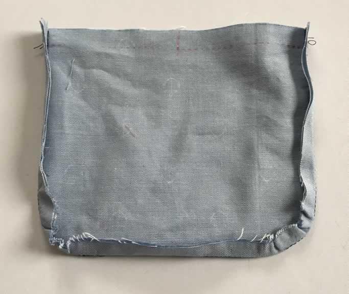 縫い代を片側に倒す